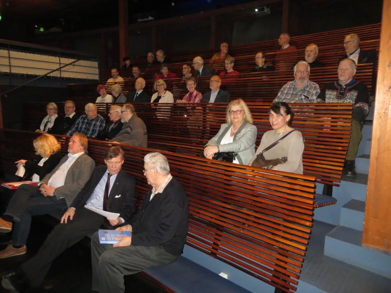Vuosikokouksen 2017 osanottajat Forum Marinum -merikeskuksen RUUMA-auditoriossa.