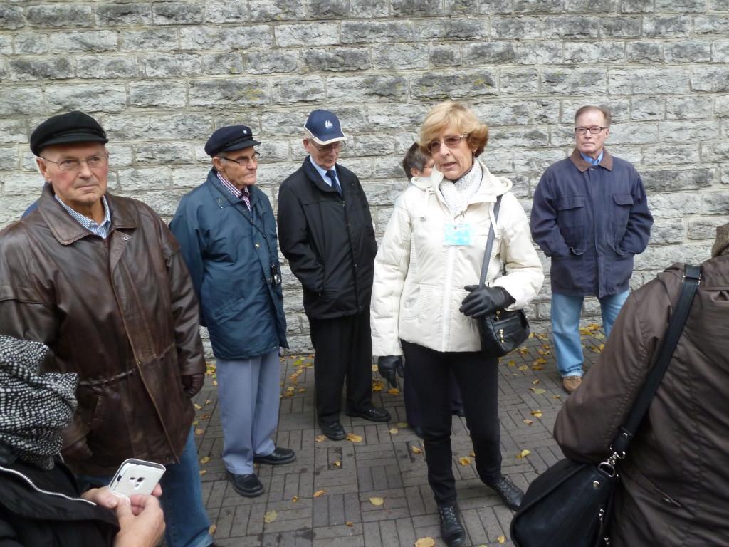 Tallinnan opas Jaanika Kullerkup kertomassa Vanhan kaupungin historiasta.