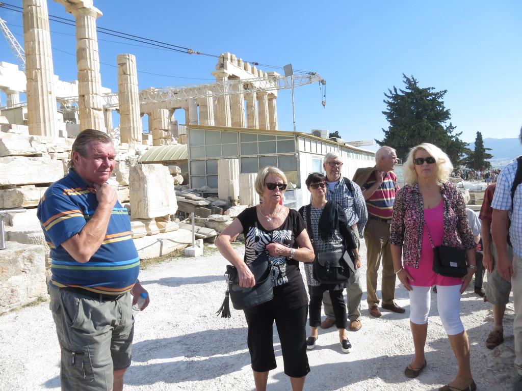 Akropolilla, takana Parthenon -temppeli.