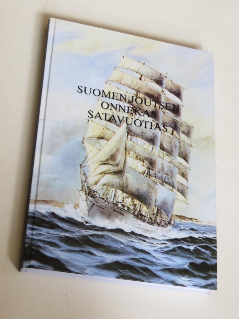 Suomen Joutsen Onnekas Satavuotias. Julkaistu v. 2002, useita uusintapainoksia, uusin on kovakantinen.