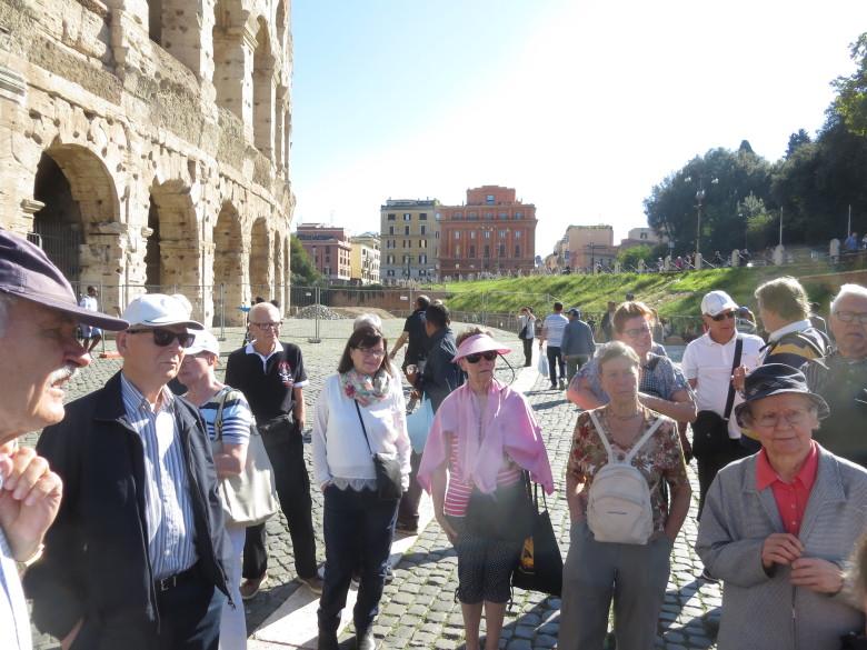 Rooman Closseum on nähtävyys, jossa käy vuosittain noin miljoona turistia.