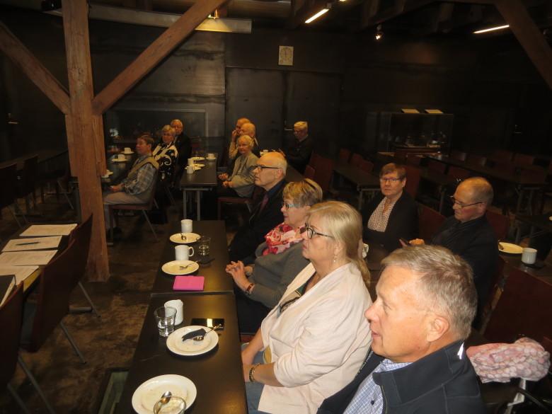 Muistelutilaisuus oli Daphne -seminaariluokassa 15.11.2017.
