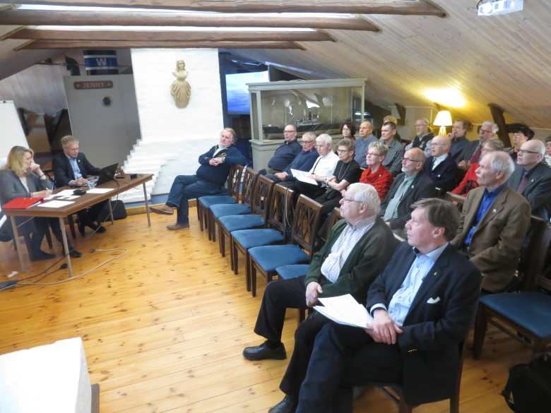 Vuosikokouksessa puhetta johti Yhdistyksen puheenjohtaja Juhani Toikka apunaan Yhdistyksen sihteeri Mirja Kärkäs-Lainio.